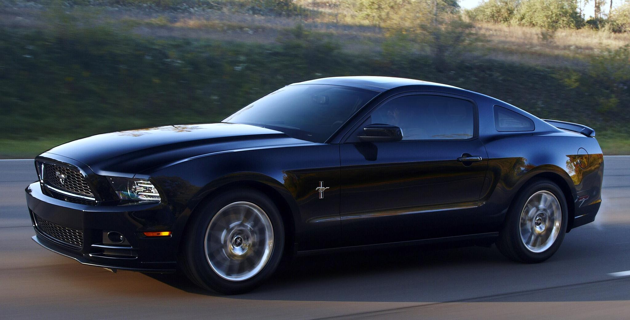 2013 Ford Mustang GT Wallpaper For Ipad