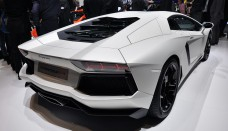 White Lamborghini Aventador LP700-4 Wallpaper Download Free