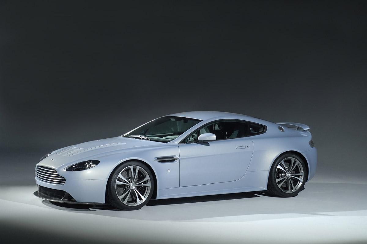 Aston Martin V8 Desktop Wallpaper Free