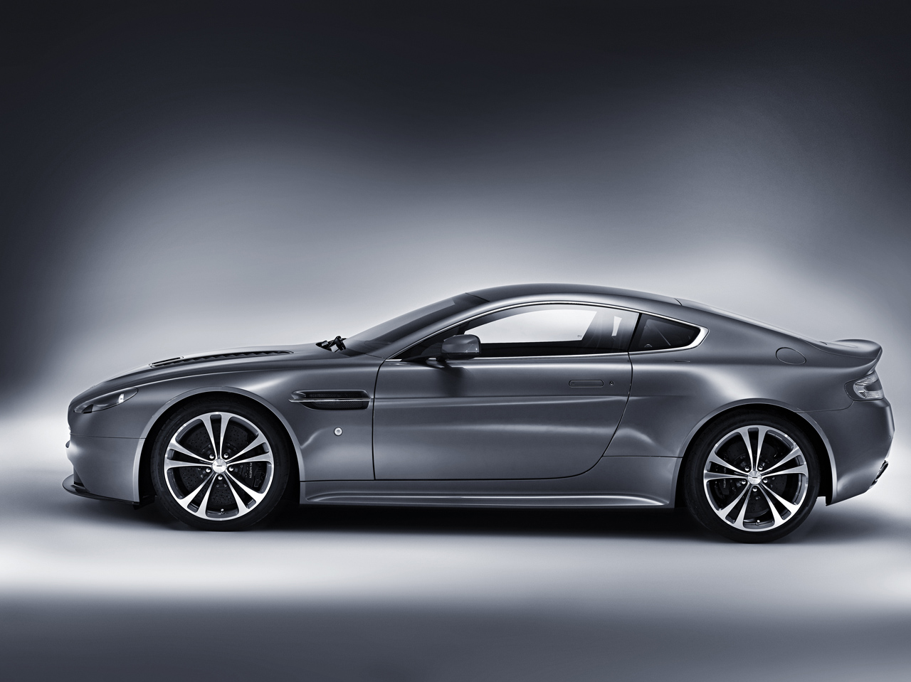 Aston Martin Vantage V12 Wallpaper Free For PC