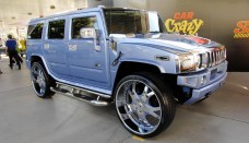 Hummer H2 SEMA 2008 with 30in Wheels Screensavers For Ipad