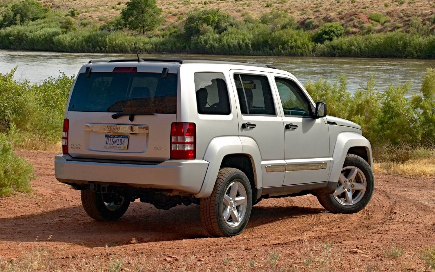 Jeep Liberty 2013 Wallpaper Free For Iphone