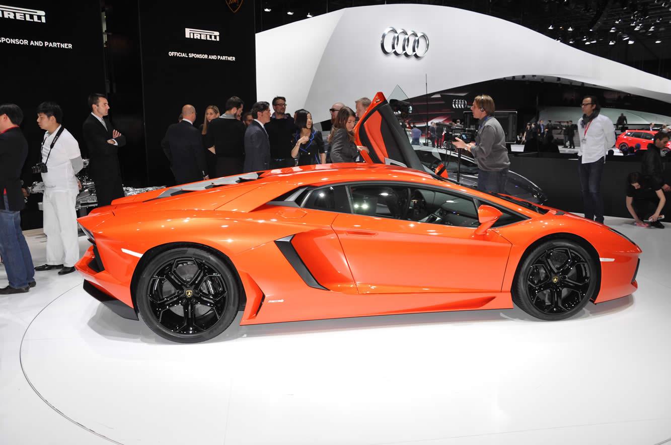 Lamborghini Aventador Screensavers For Free