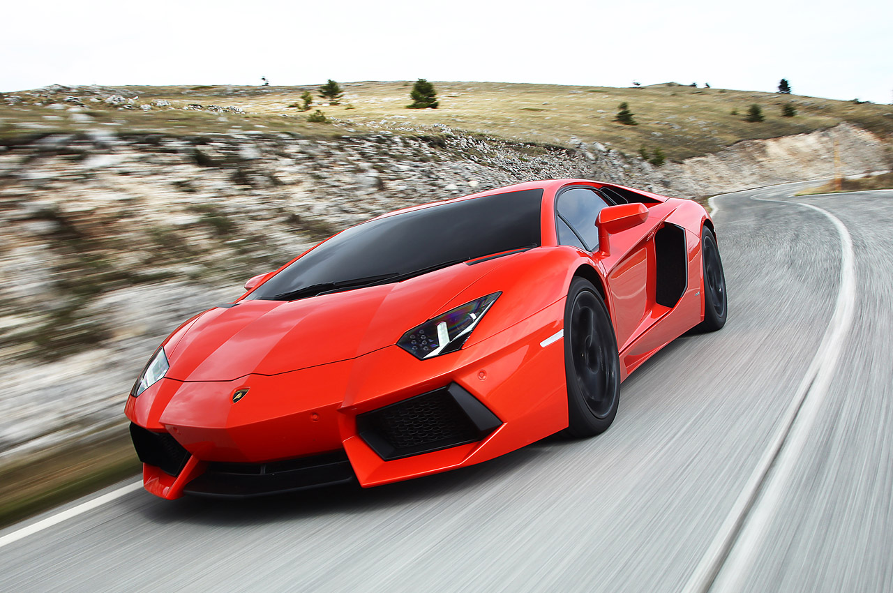 Spotlight on New Lamborghini Aventador Wallpaper Download Free
