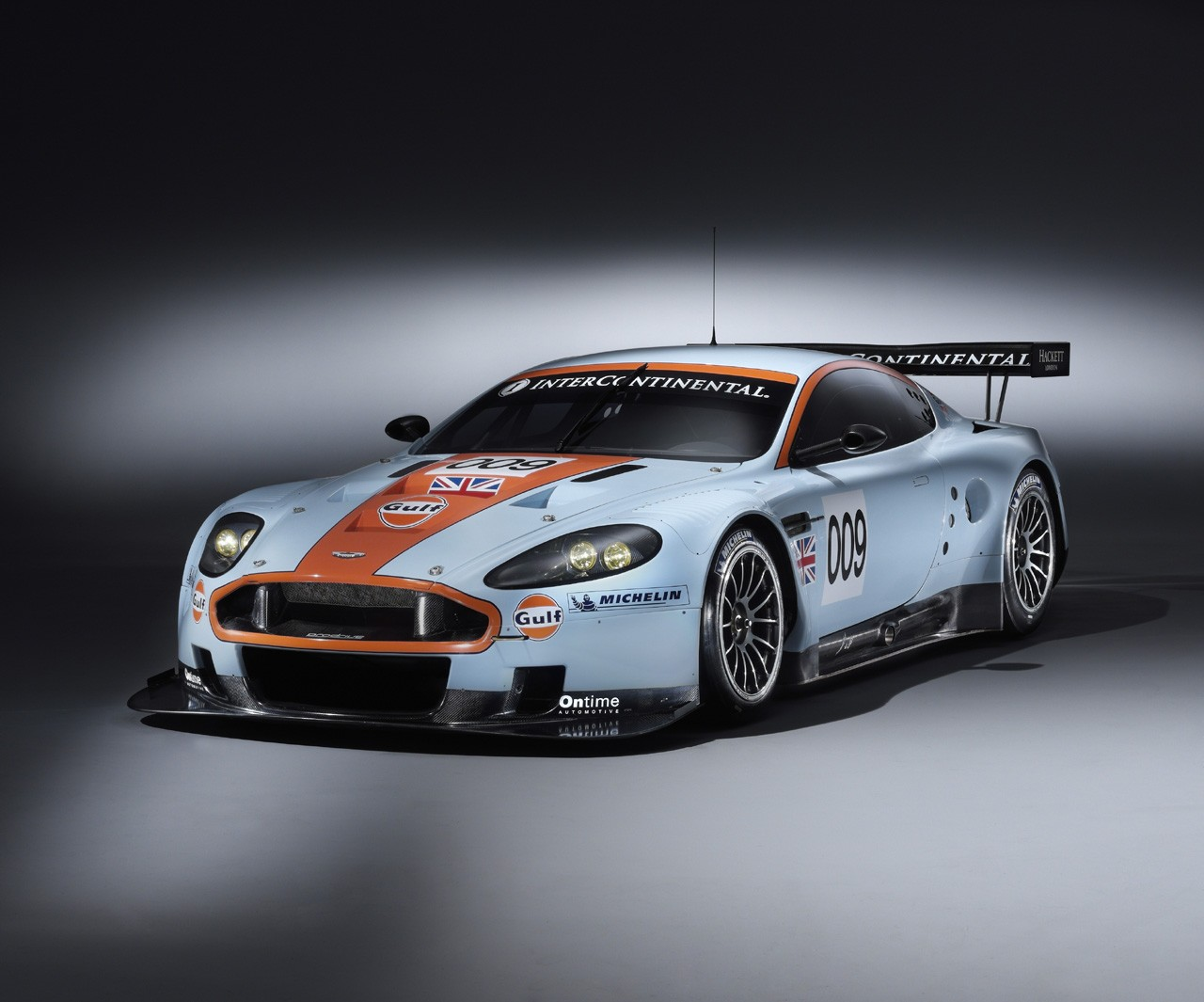 Aston Martin DBR9 Screensavers For Windows