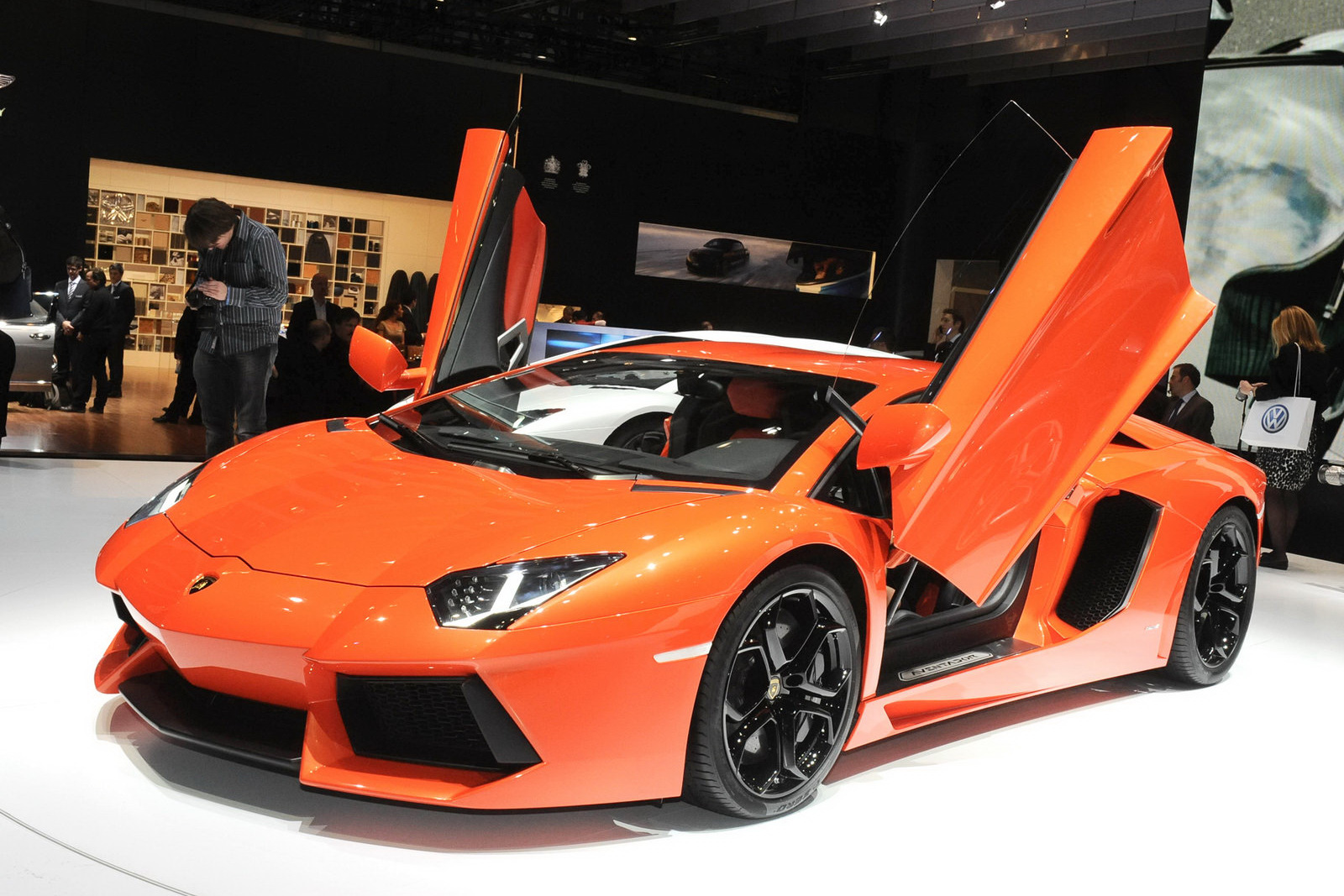 Lamborghini Aventador LP700-4 Wallpaper Gallery Free Download
