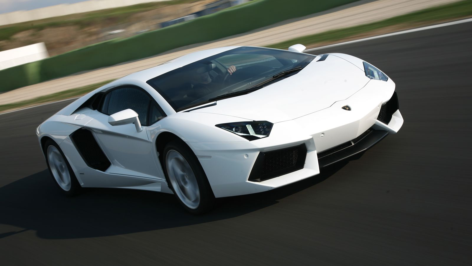 Lamborghini Aventador Free Wallpaper For Iphone