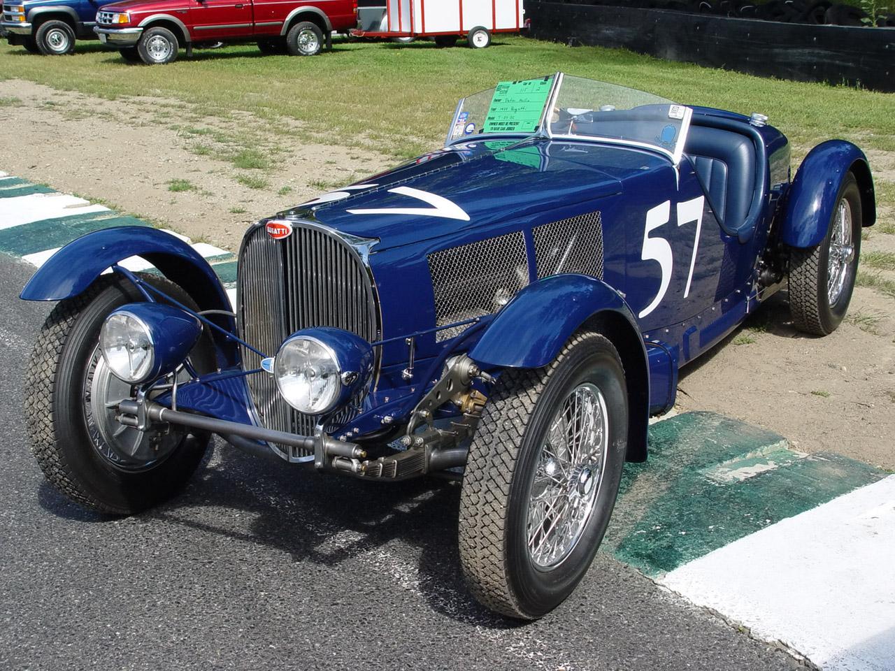 1938 Bugatti T-57 SC Blue Front Angle Wallpaper For Computer