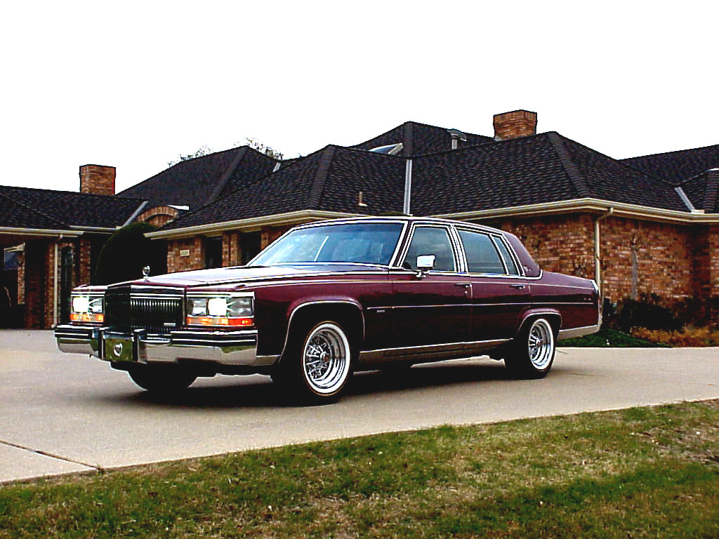 1992 Cadillac Brougham  Desktop Background