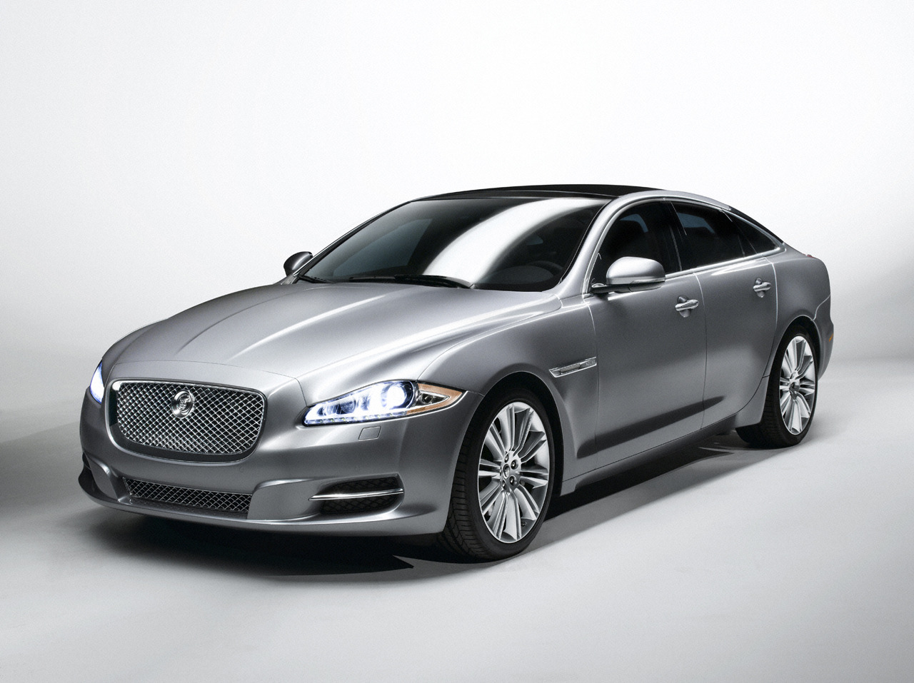 Jaguar XJ to Get Second Retro Body Style Wallapers HD