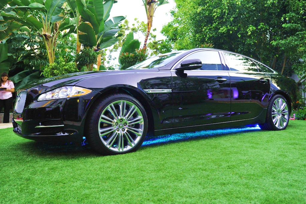 2011 Jaguar XJL Test Drive and Review Wallpapers For Iphone