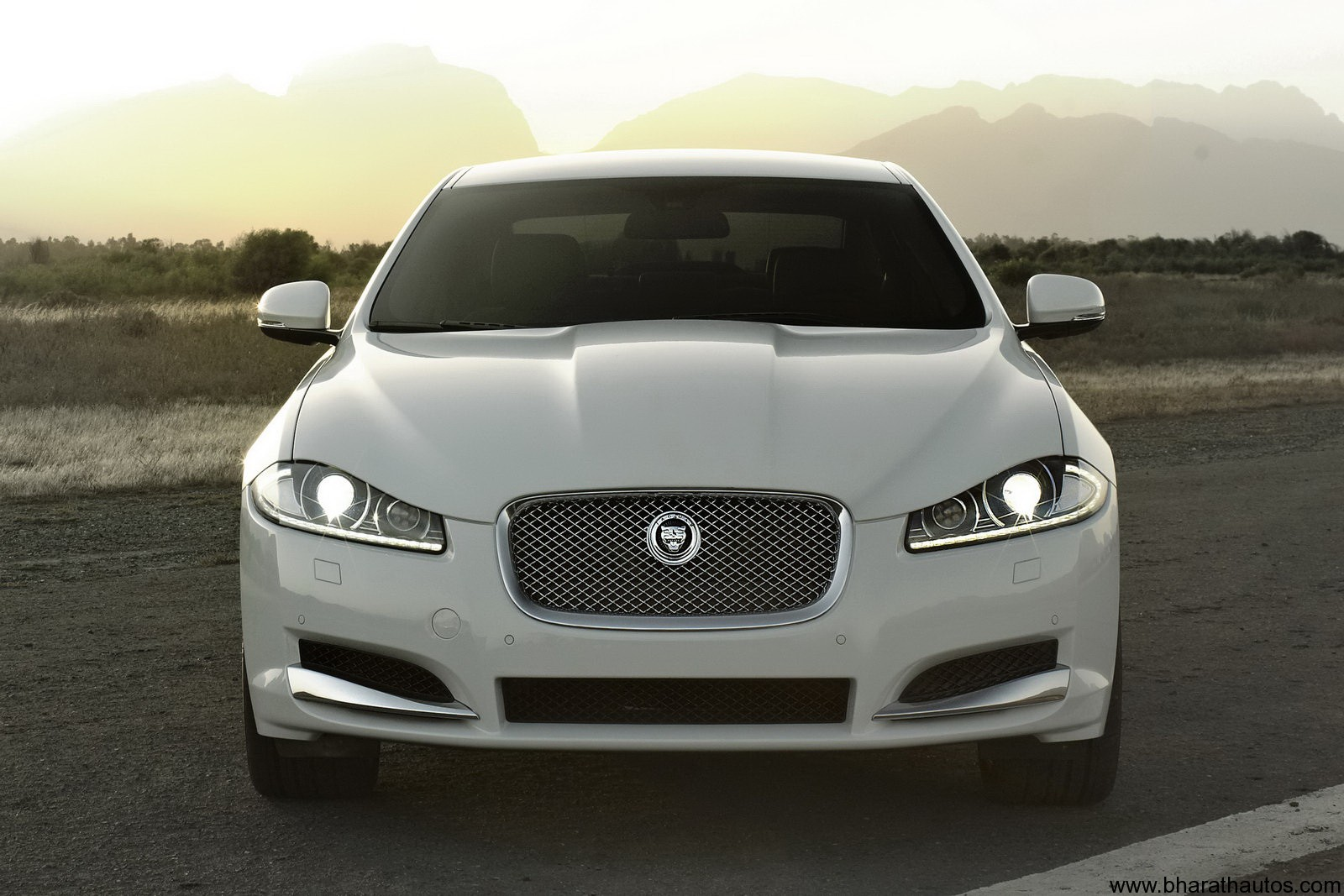 2012 Jaguar XF facelift To Launch Next Month in India Wallpapers Desktop Download