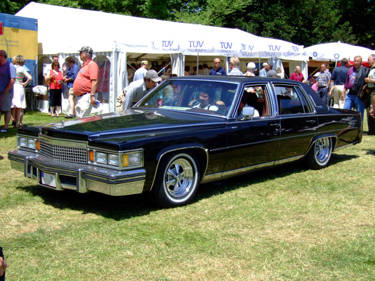 Cadillac Fleetwood Brougham 1977 Wallpaper For Background