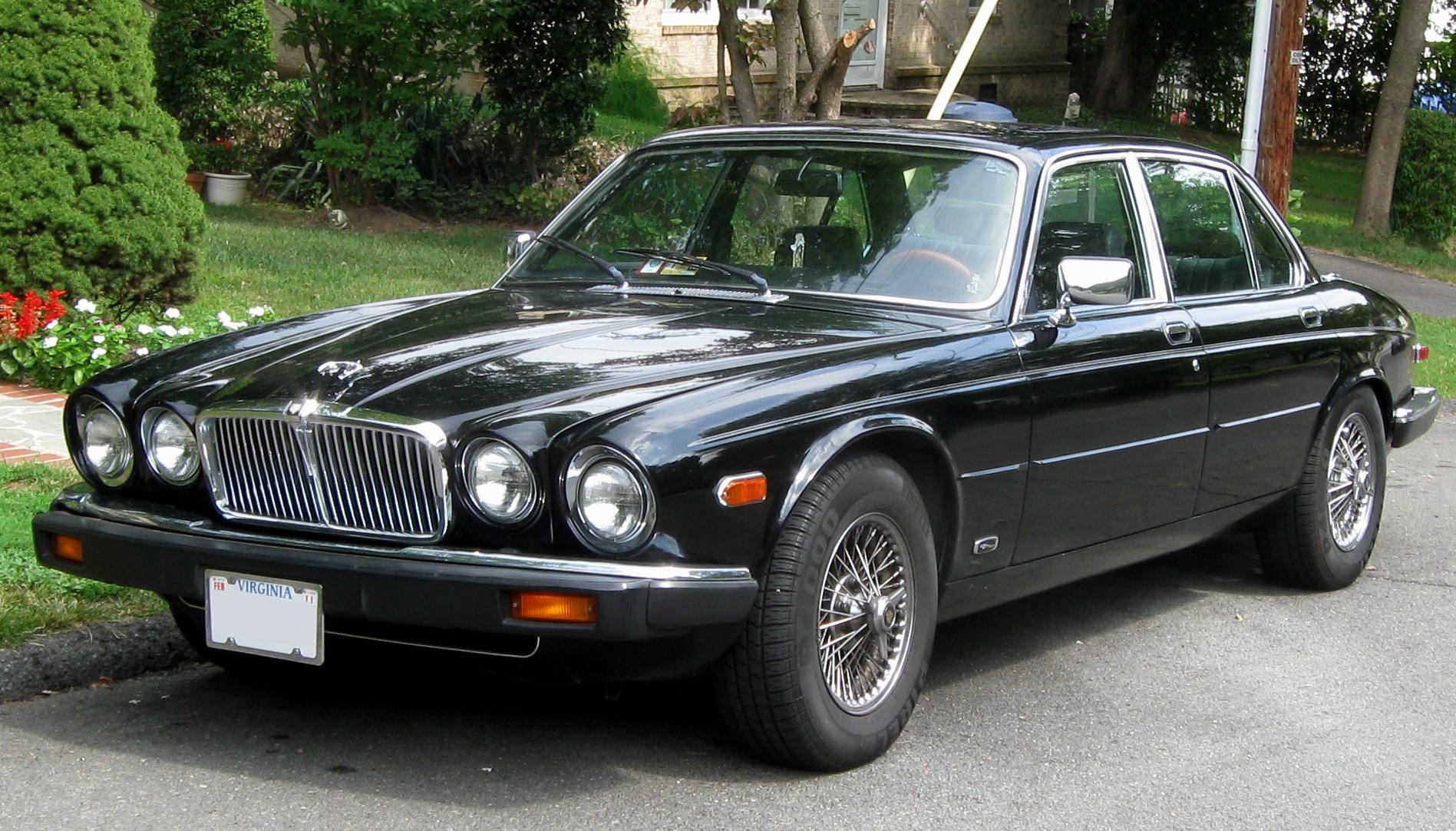 Jaguar XJ6 Wallpaper Download