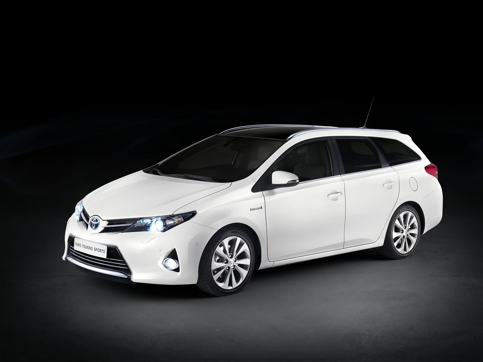 TOYOTA Auris Touring Photo Gallery Wallpaper Download