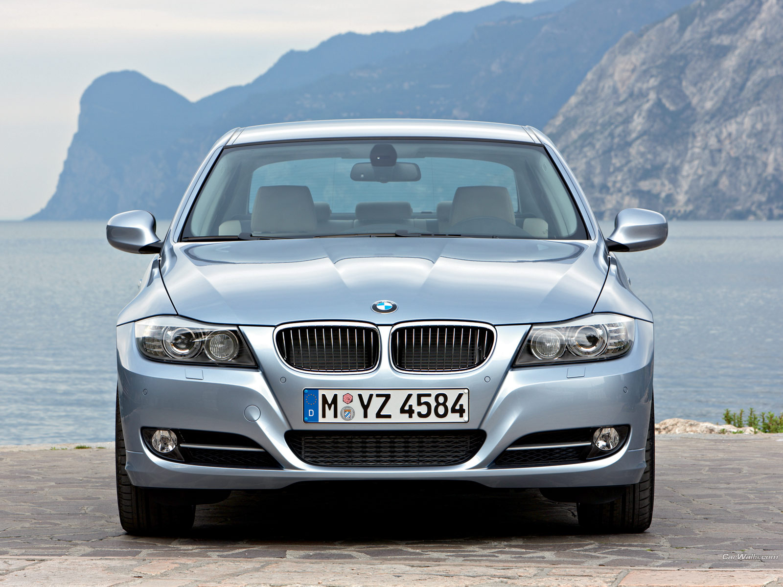 BMW 3 Serie Delivers Cars To Customers Desktop Backgrounds