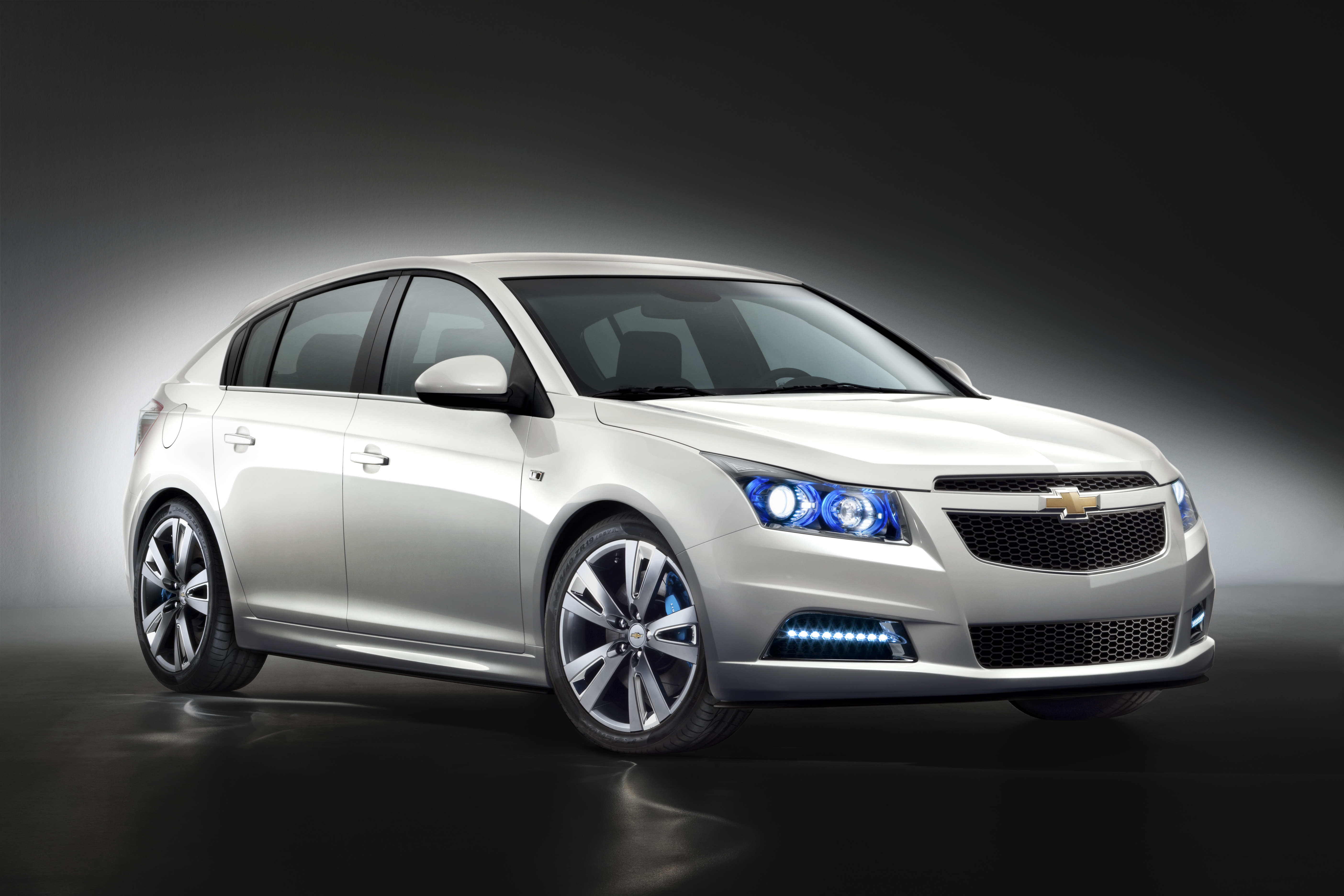 Chevrolet Cruze Hachback Wallpapers Download
