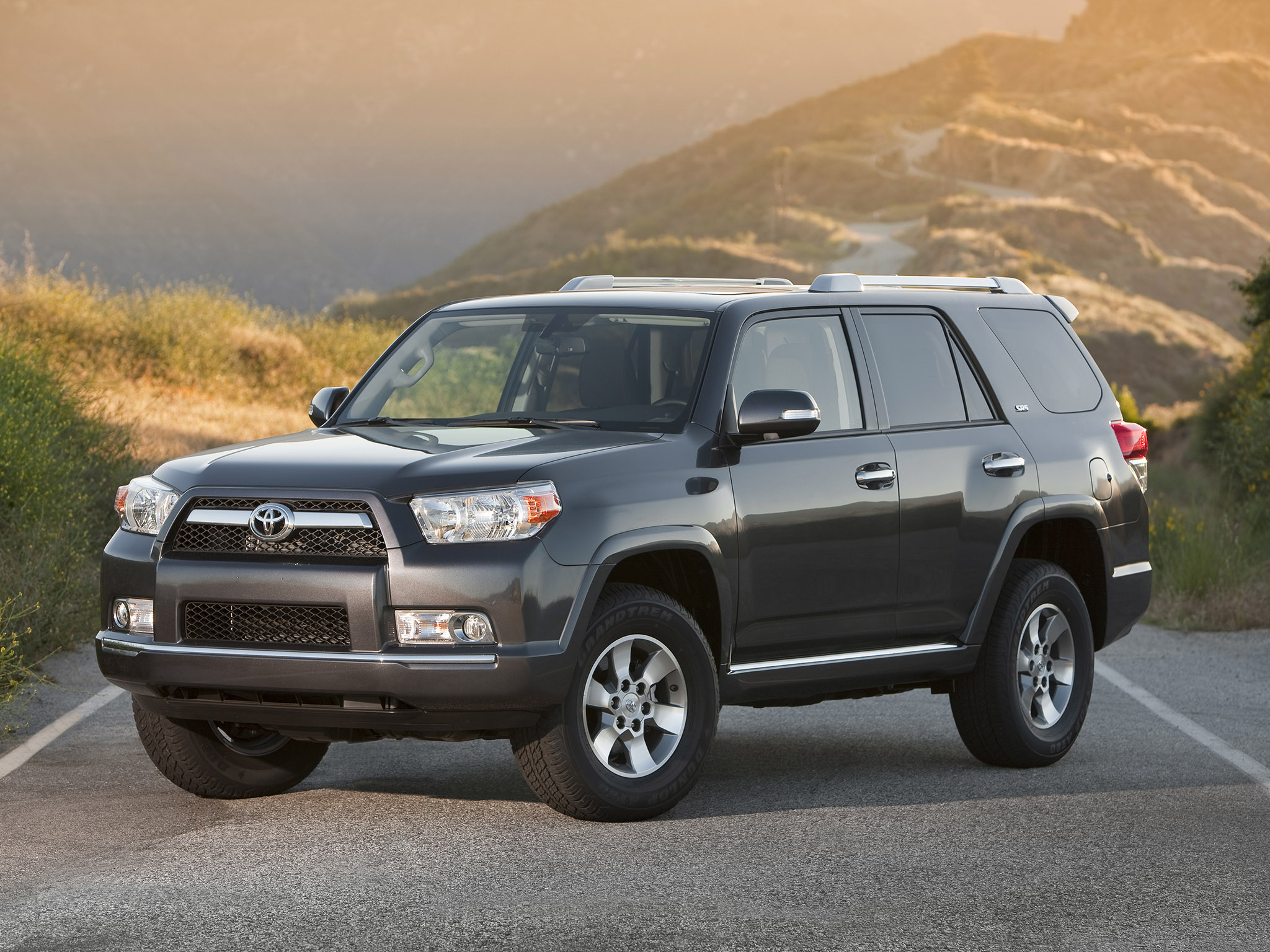Toyota 4Runner SR5 2010 Wallpaper Download