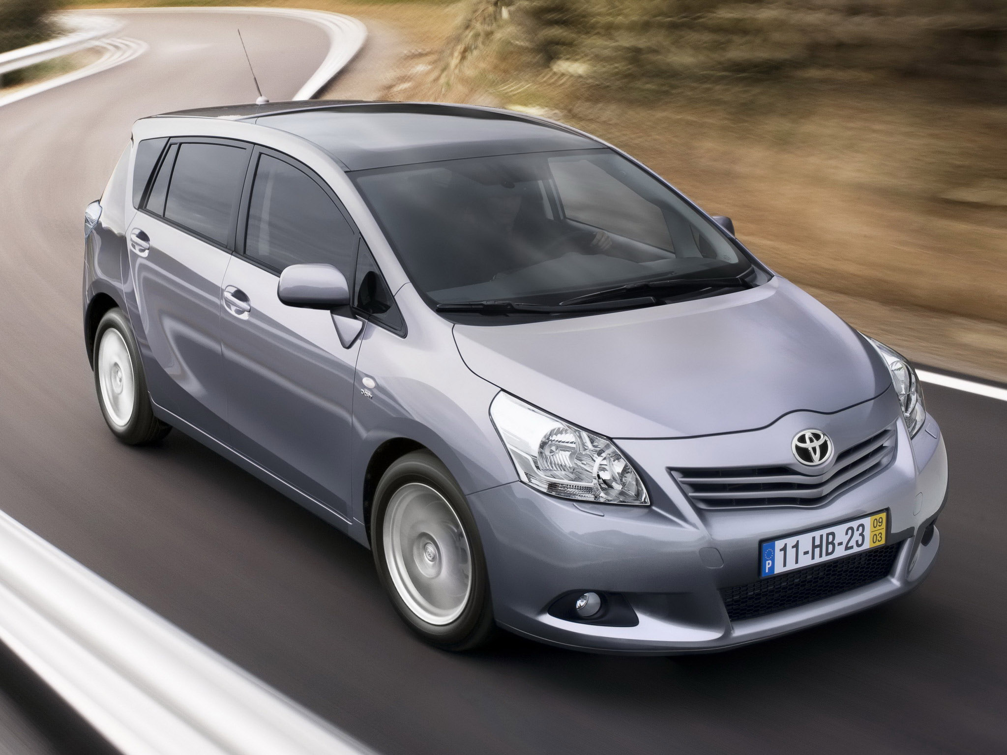 Toyota Verso 2009 Long Wallpapers Download