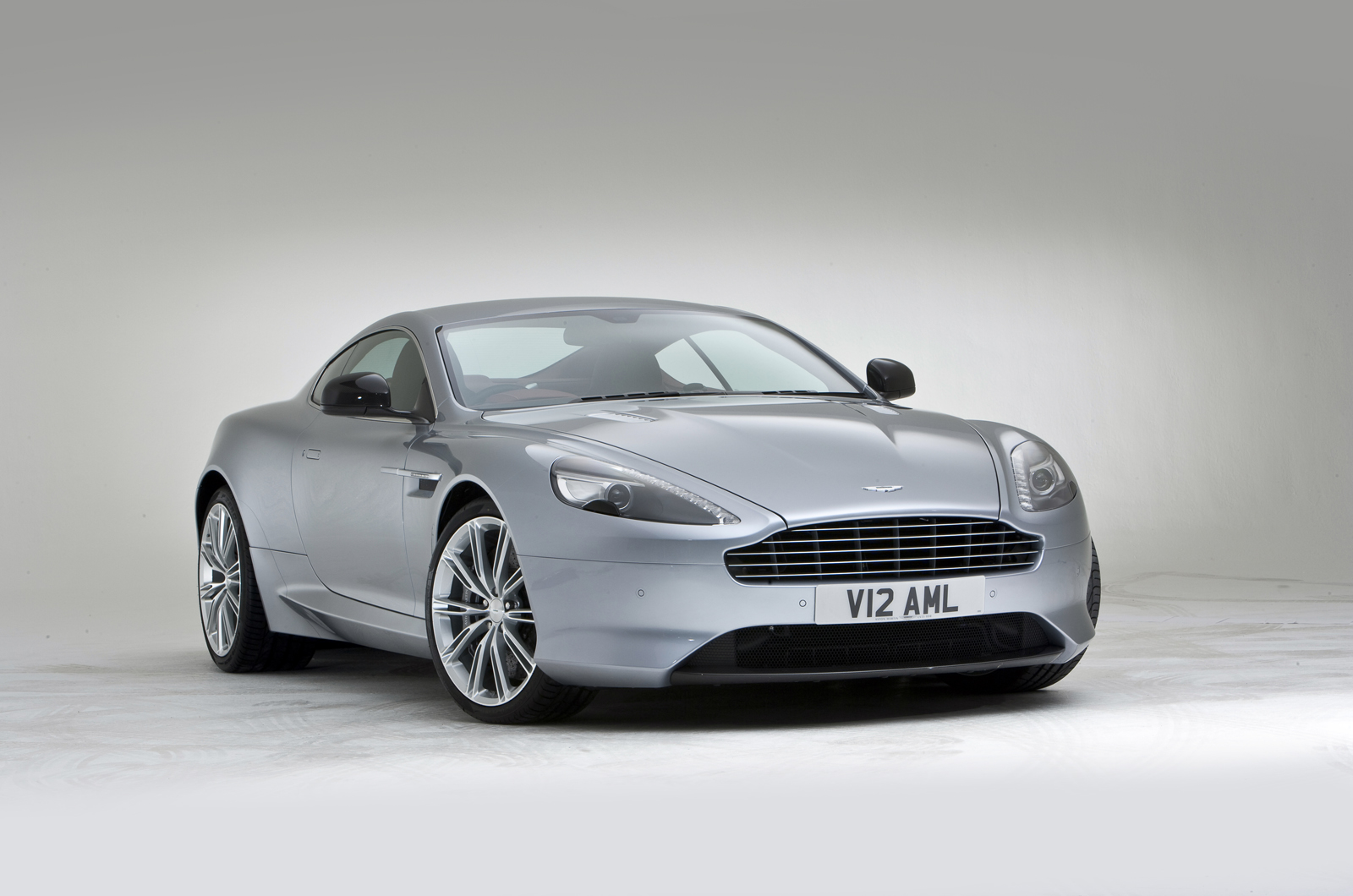Aston Martin DB9 Facelifting Wallpaper For Computer