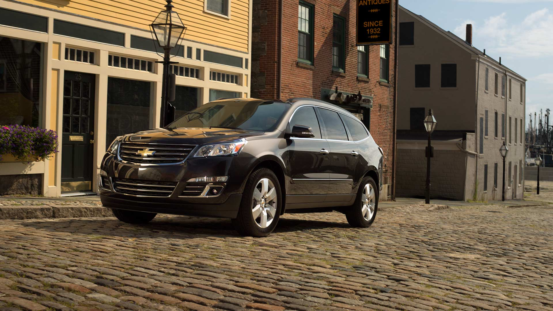 chevrolet Crossover traverse photos videos-exterior stage  Free Download Image Of