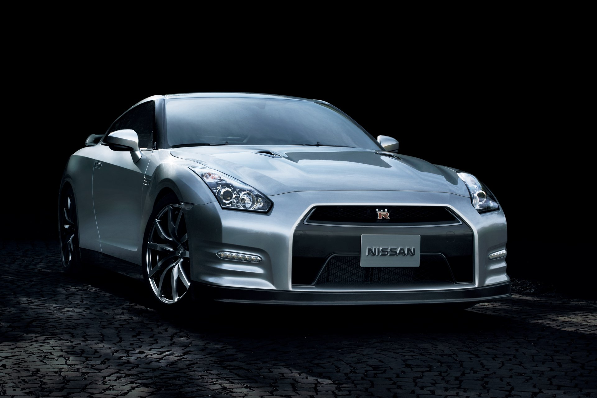 2014 Nissan GT-R High Resolution Wallpaper Free