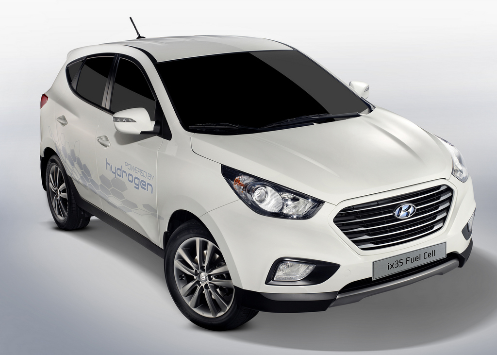 Hyundai ix35 FC First production hydrogen fuel cell cars hit the market Wallpapers Desktop Download Wallpaper