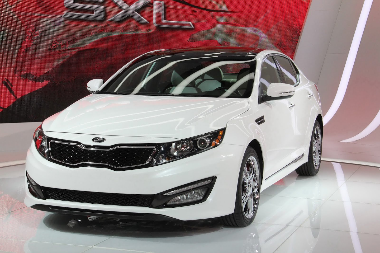 Kia Optima SX Limited Edition adds Some Bling Photo Gallery Desktop Backgrounds