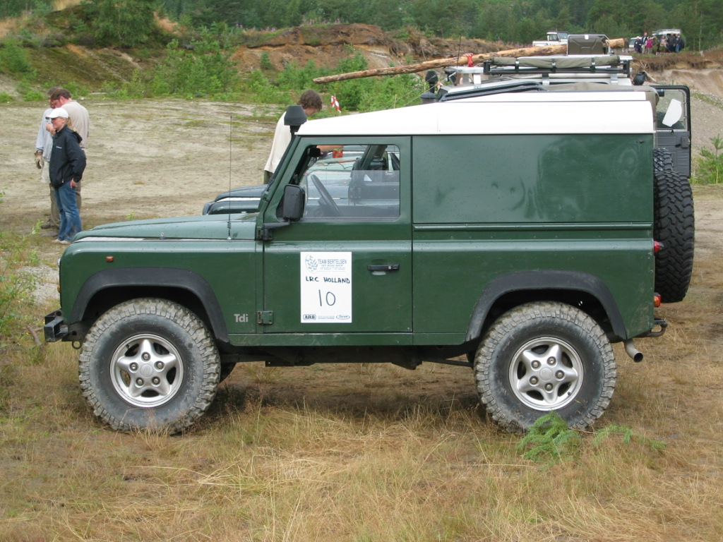 Land Rover Defender 90 hardttop High Resolution Wallpaper Free