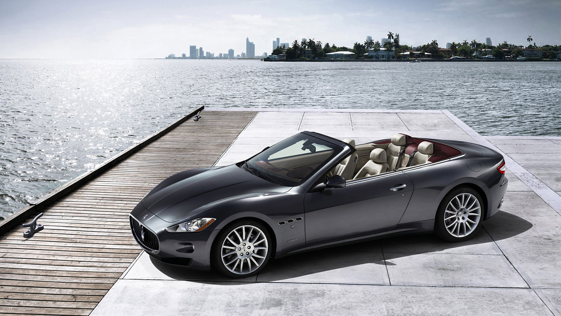 Wallpaper del Maserati GranCabrio Auto Show Desktop Backgrounds free