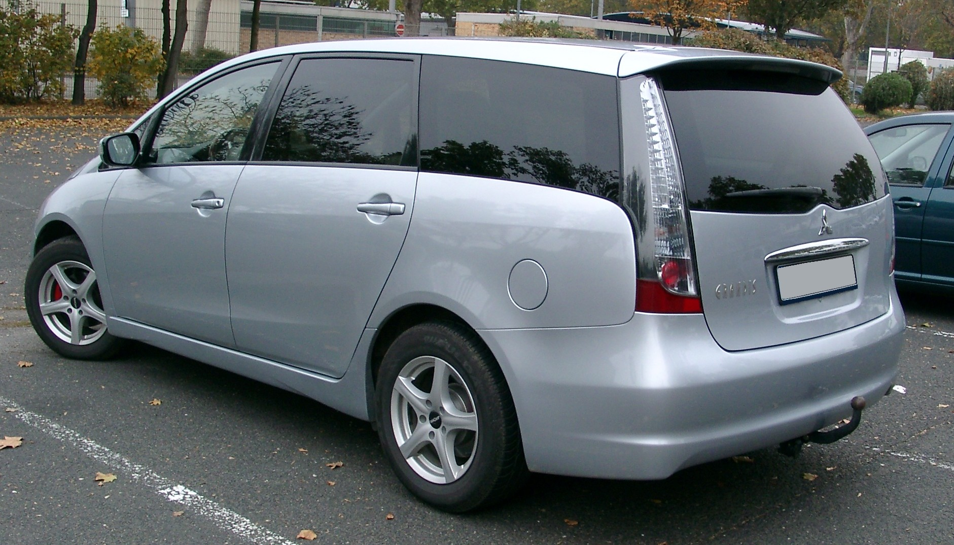 Mitsubishi Grandis rear image of High Resolution Picture