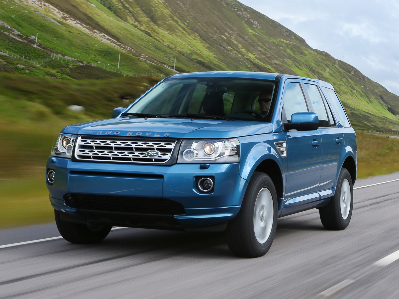 Land Rover Freelander ganha novo motor Wallpapers HD