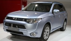 mitsubishi outlander phev in show Wallpapers HD