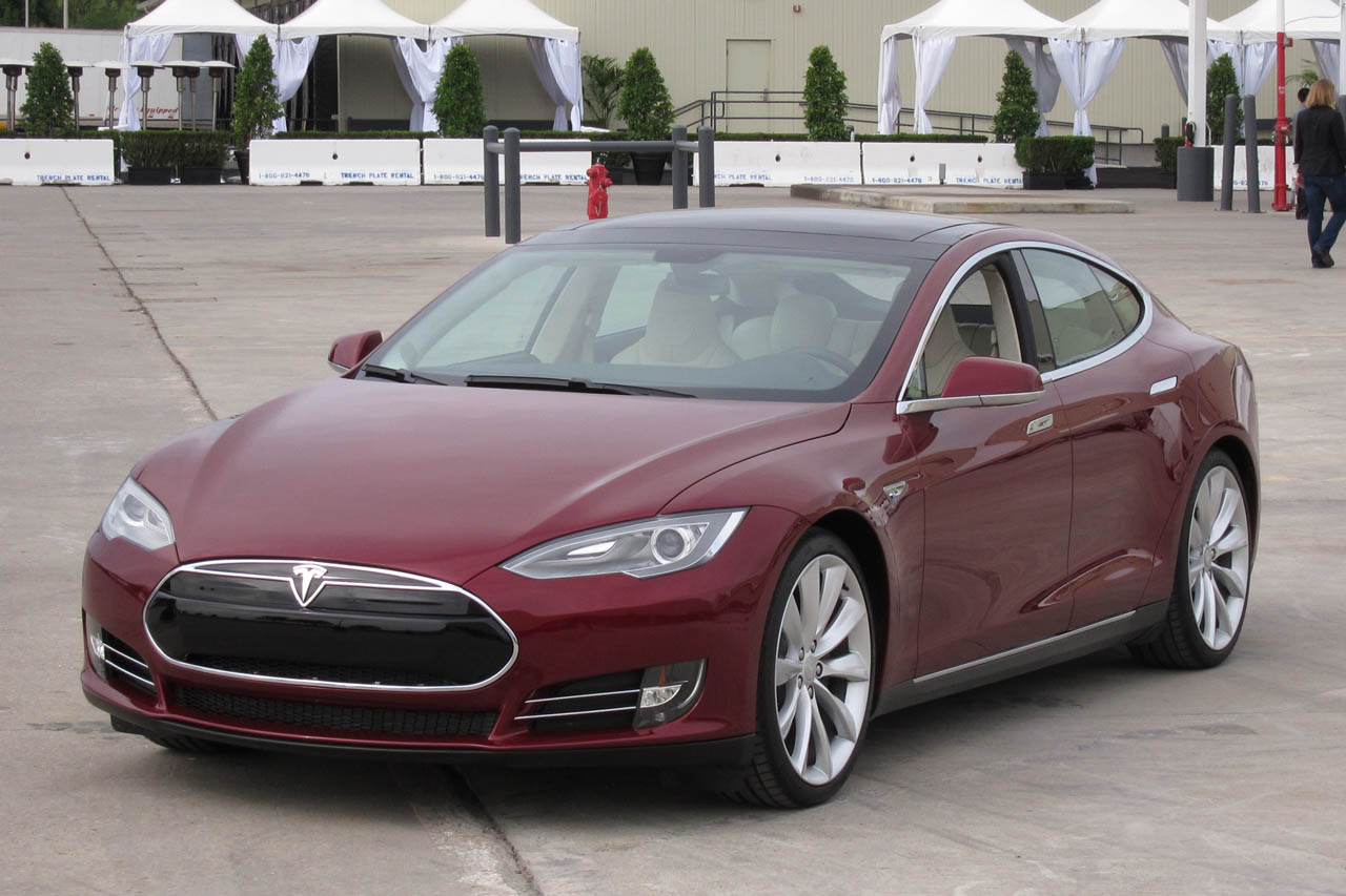 Tesla increases Model S functionality with new mobile app Wallpapers HD