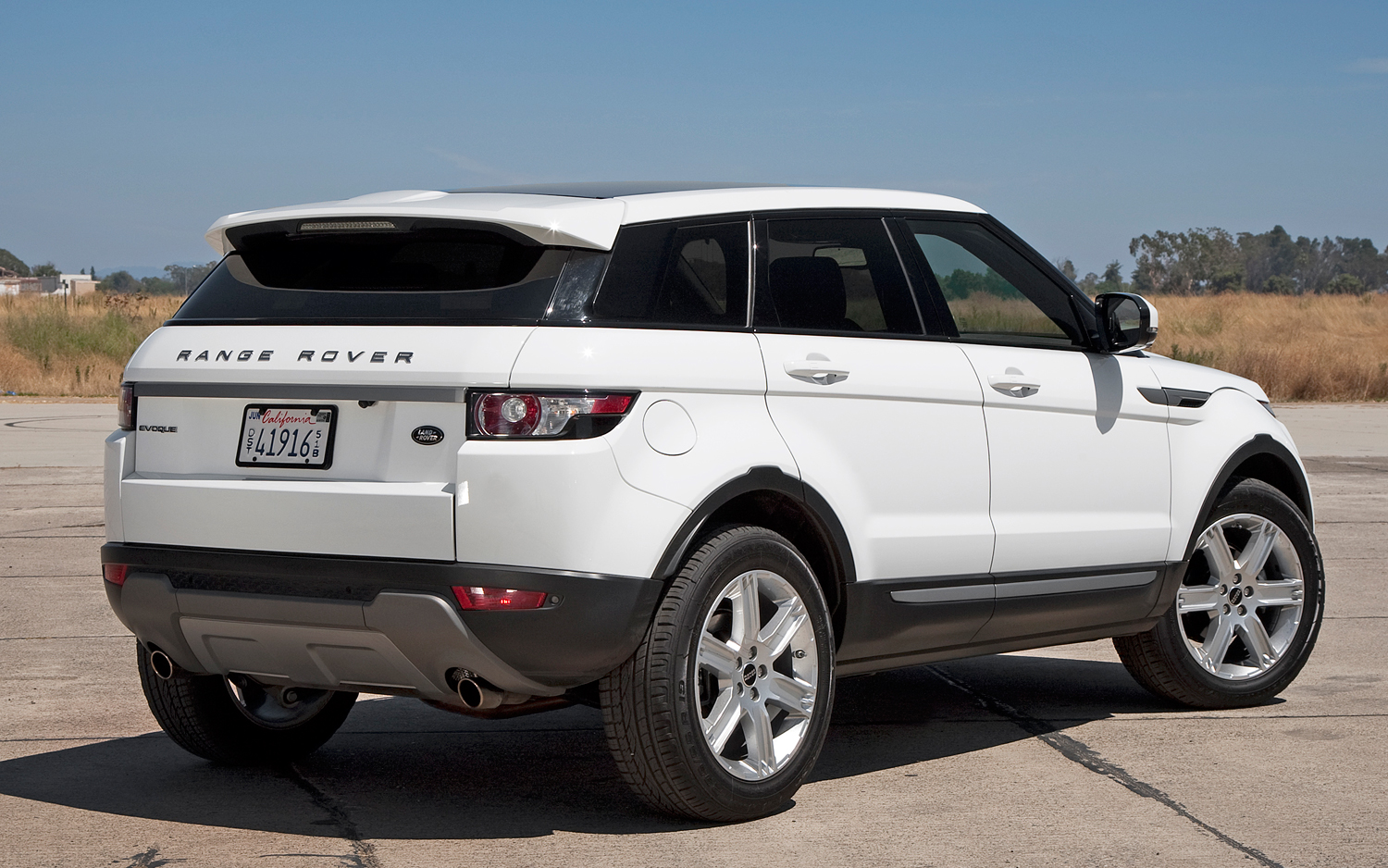 Land Rover Range Rover Evoque 5 door rear view Photo Gallery SUV of the Year