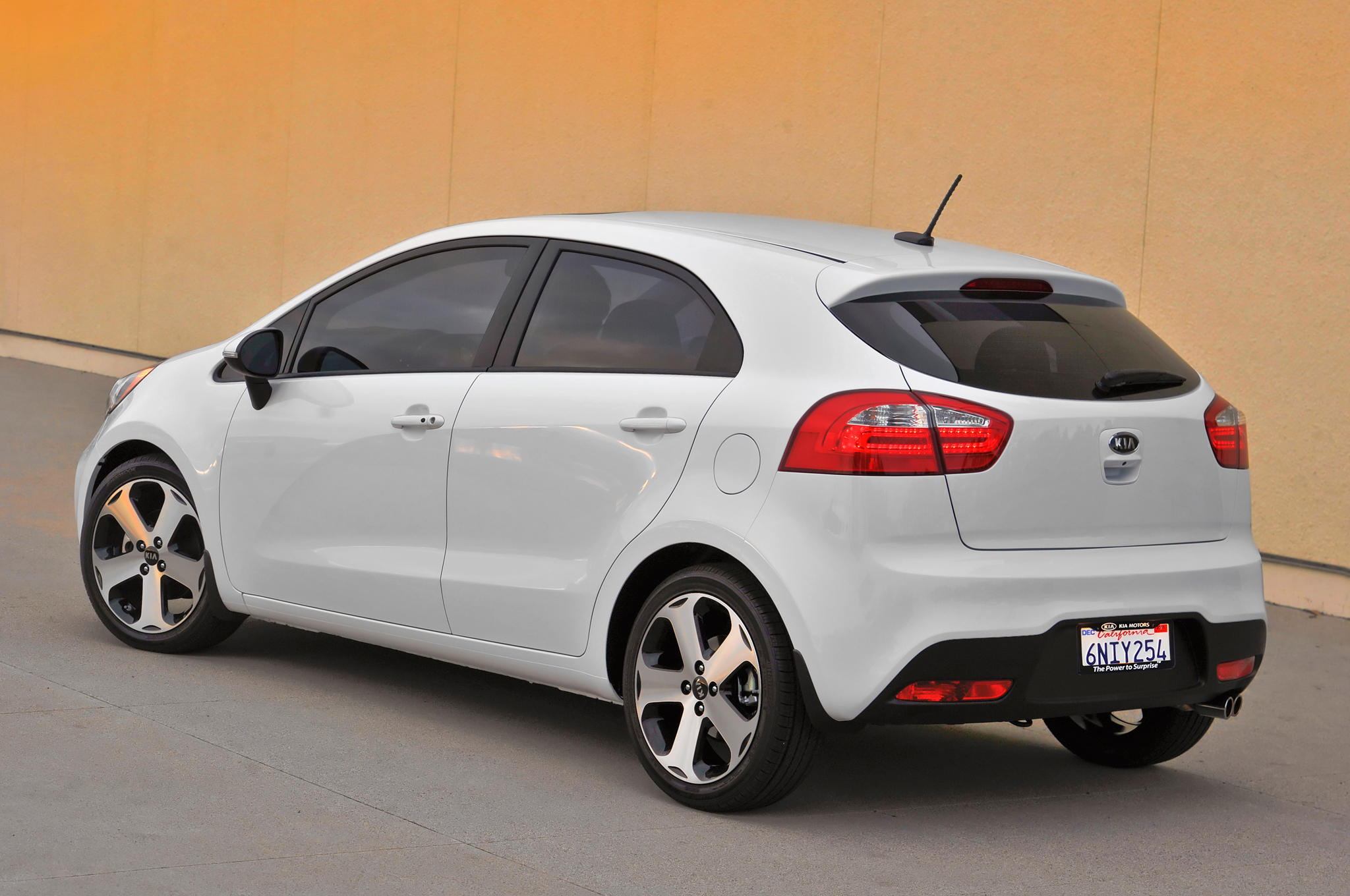 Kia Rio 5 Door Rear free download image Wallpaper