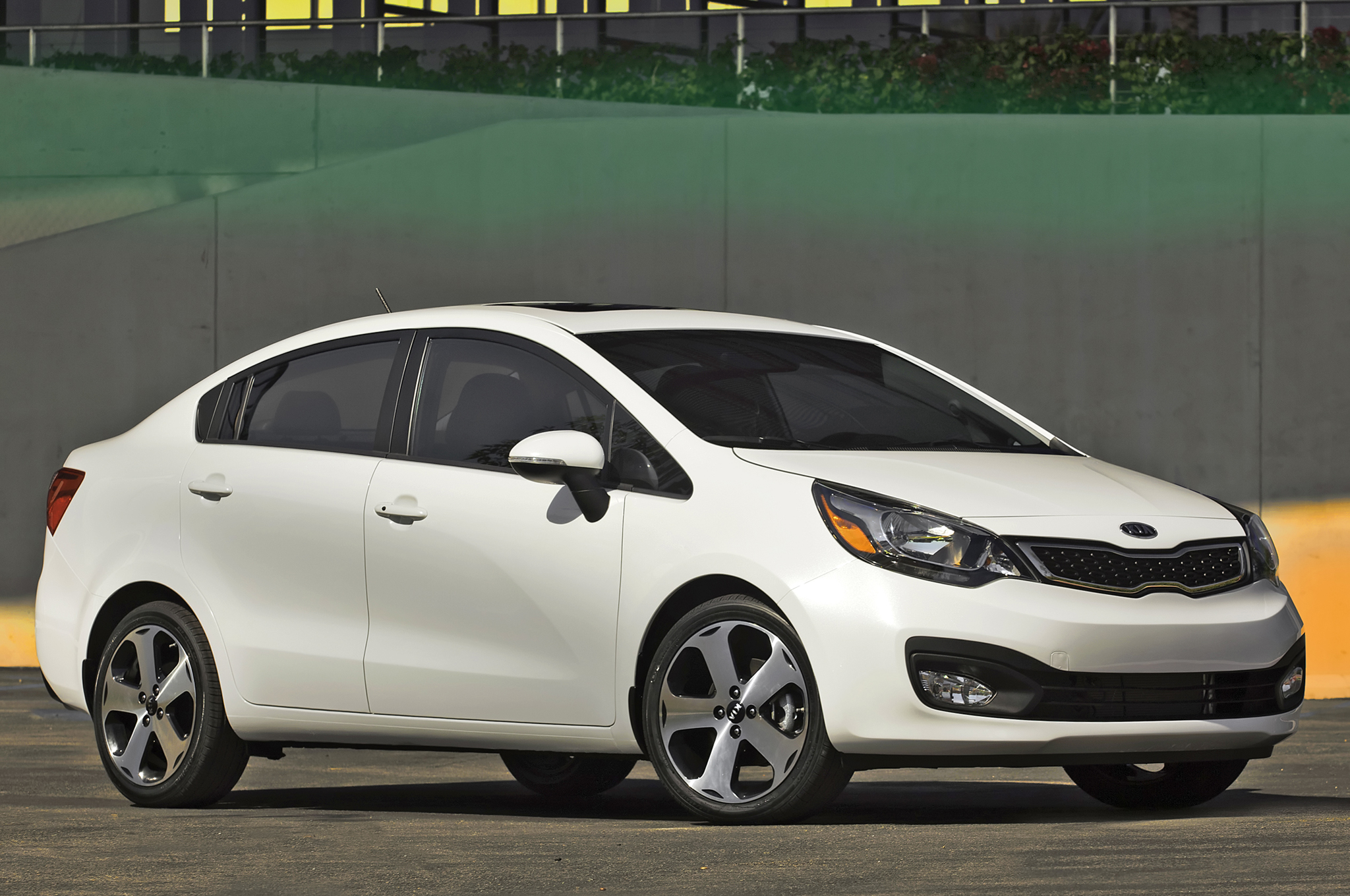 Kia Rio Sedan front Starts More Photo free download image