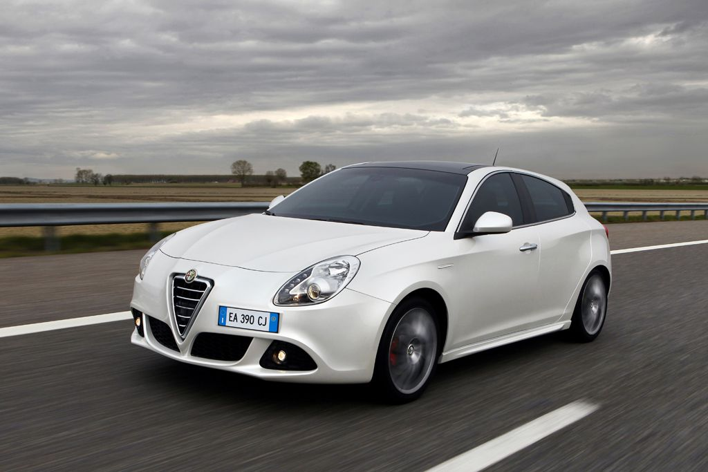 Alfa Romeo Giulietta front side High Resolution Image Wallpapers Desktop Download