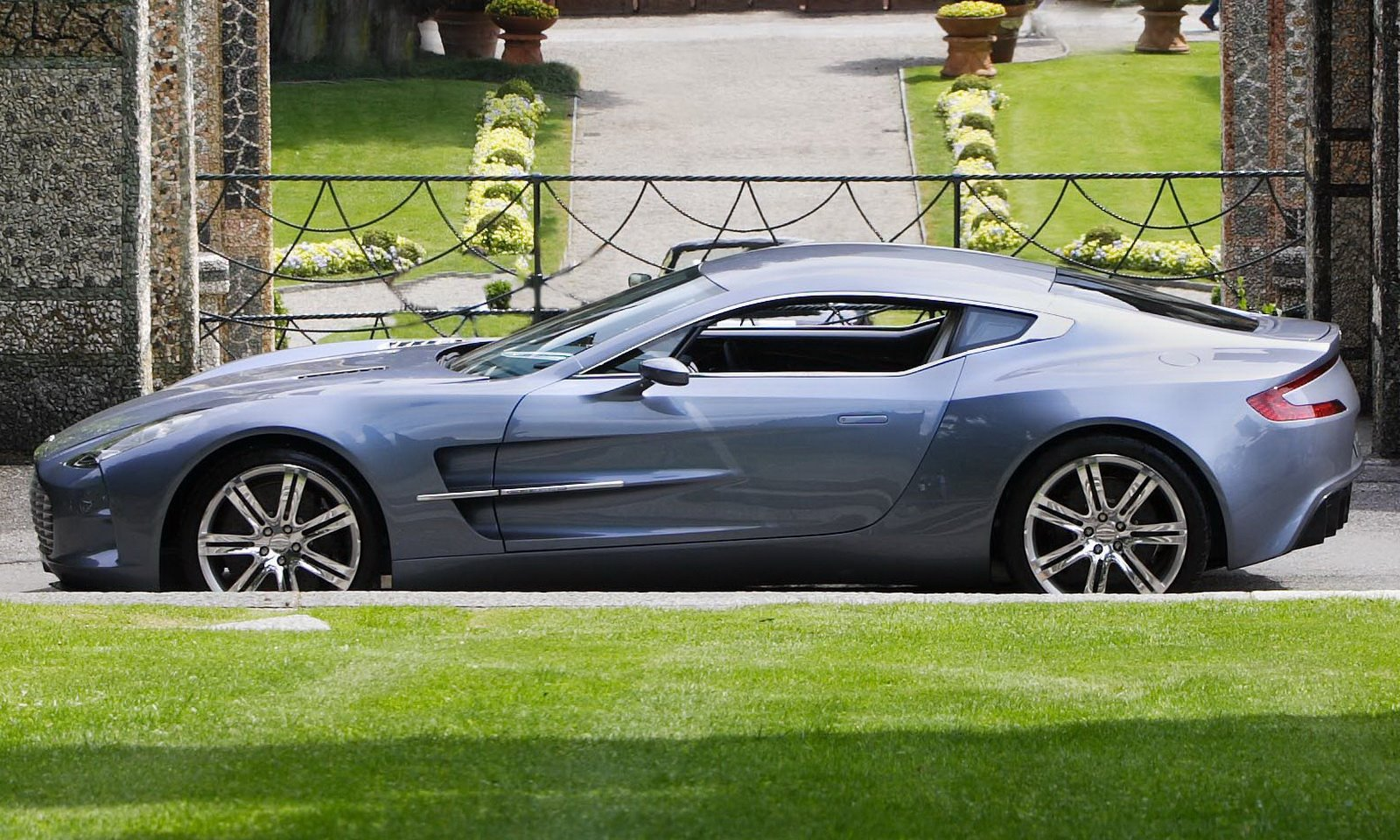 one 77 aston martin in concorso High Resolution Image Wallpapers HD