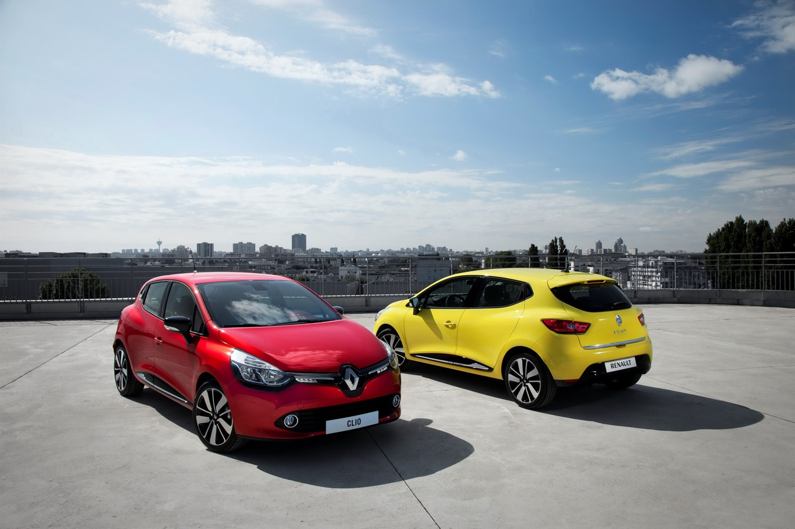 Renault Clio widescreen Car High Resolution Image Download