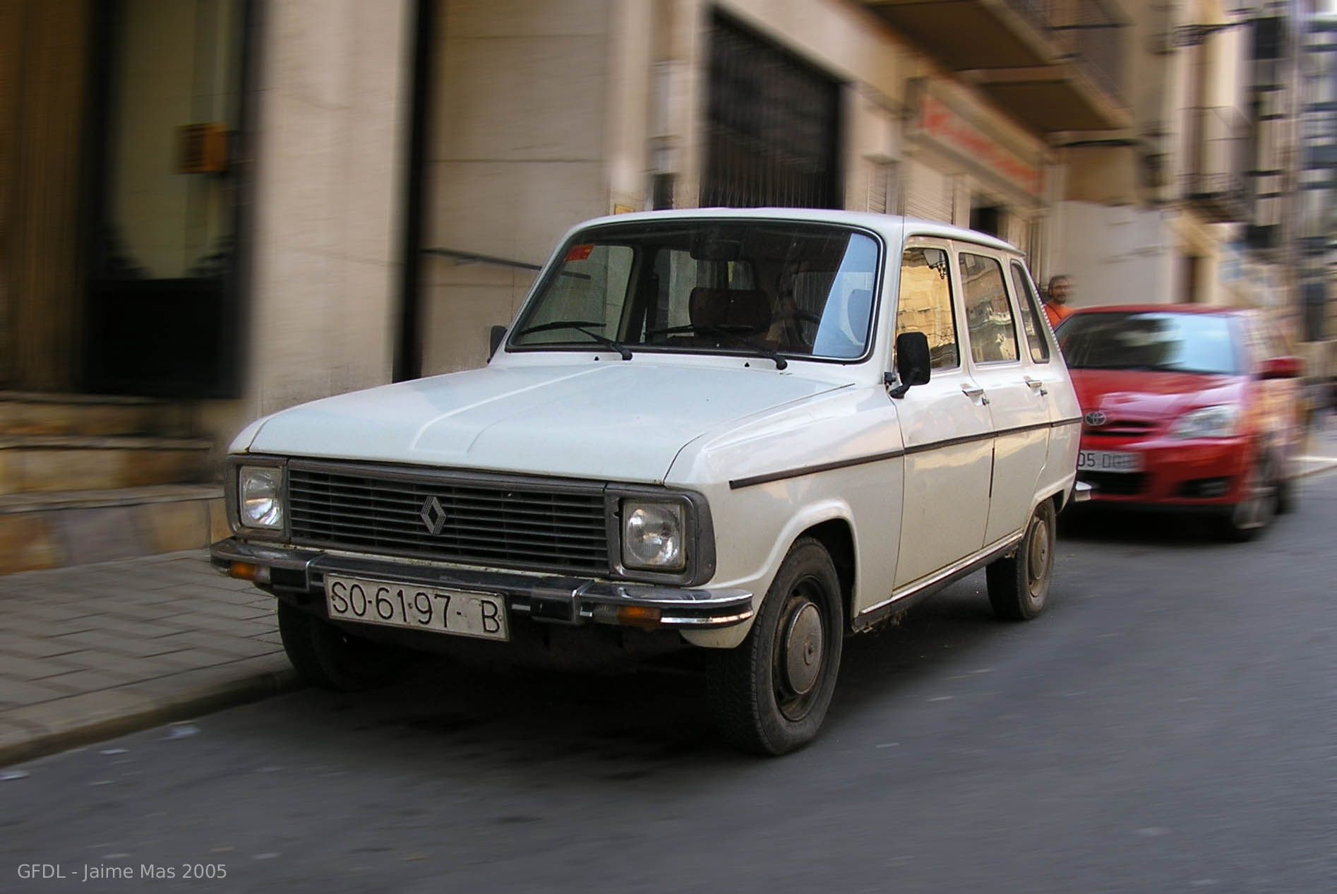 Renault 6 front High Resolution Image Wallpapers Backgrounds