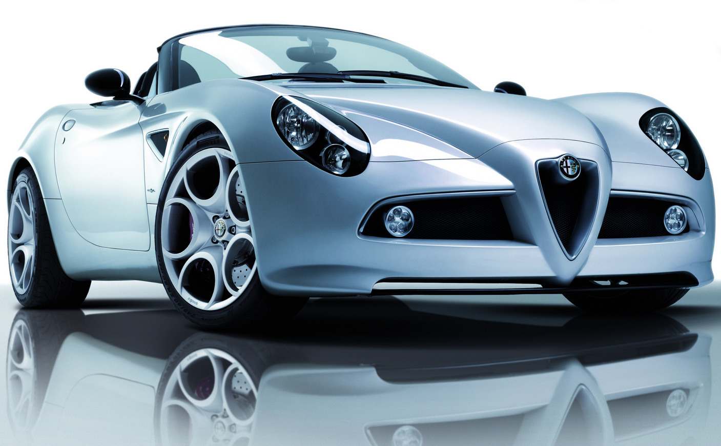 Alfa Romeo 8c Spider Car Pictures High Resolution Image Wallpapers Download Wallpaper