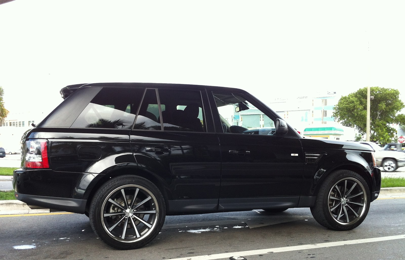 Black Range Rover sport Supercharged with custom rims Car Pictures Wallpapers Backgrounds